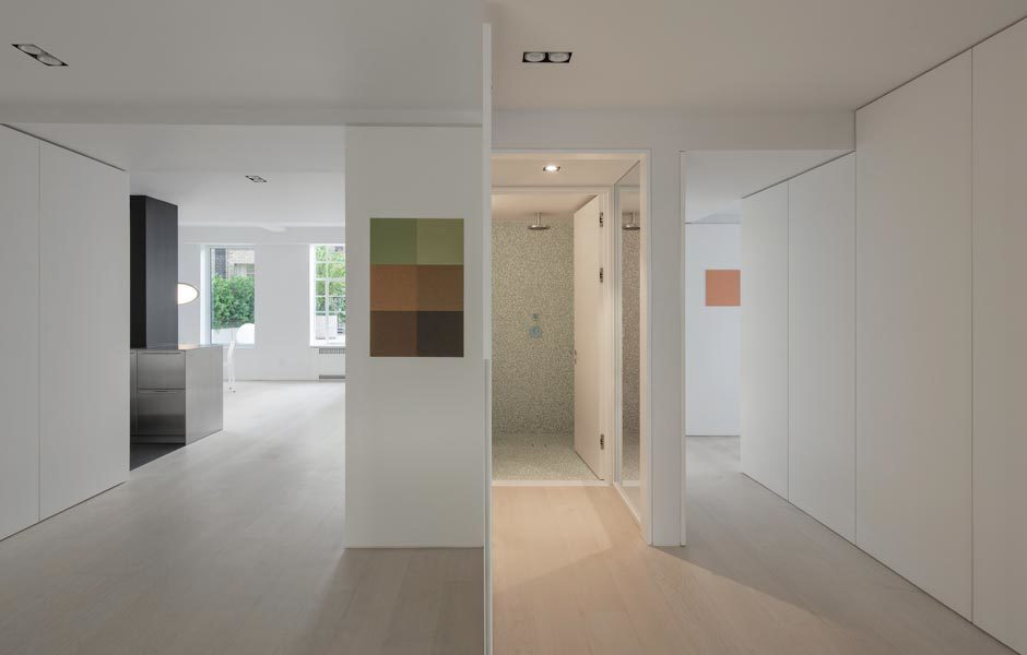 Die Architekten entwarfen sogar eine eigene Bildserie für die Bauherren, die sich an der Architektur des Hauses orientiert.