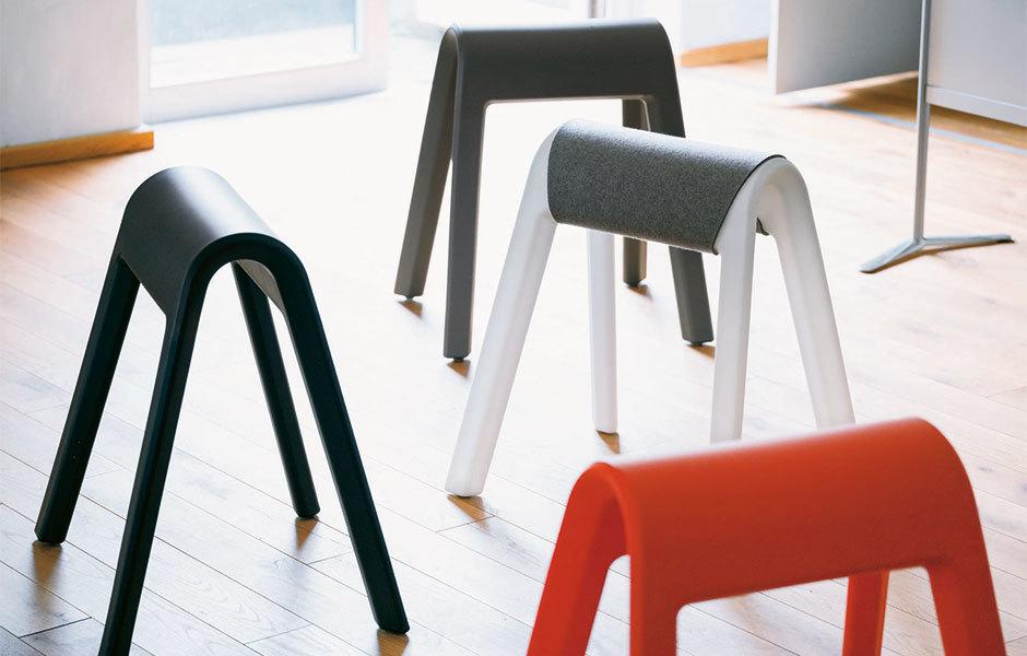 Sitzbock: Das Leichtgewicht lässt sich einfach zum spontanen Meeting gruppieren, ...
