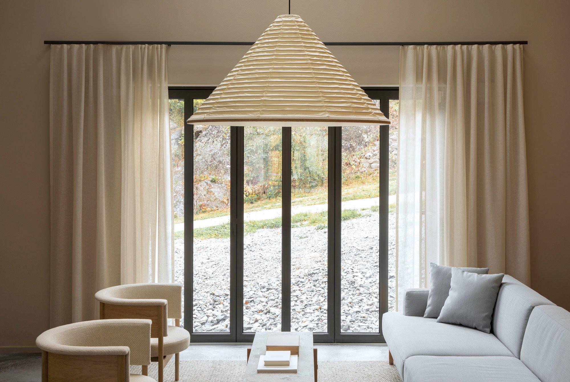 Viel Holz, traditionelles Handwerk und japanisch-dänisches Fusionsdesign: Keiji Ashizawa und Norm Architects gestalteten ein Haus mit eigener Möbelkollektion.