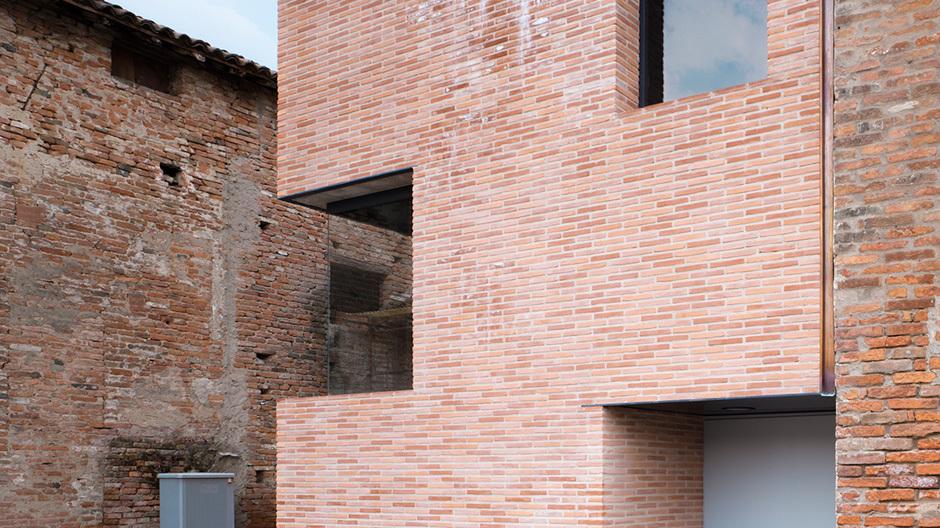 Wie Renaissance und Gegenwart in Verbindung treten, zeigt der Umbau eines früheren Klosters in der italienischen Kleinstadt Gonzaga.
