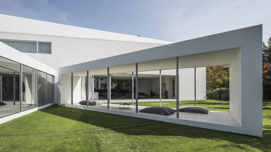 Immer in Bewegung: Die Terrasse des Quadrant House von Architekt Robert Konieczny richtet sich nach dem Sonnenstand aus. Foto: Juliusz Sokoàowski