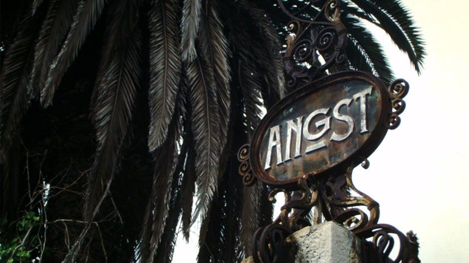 Das berühmte Eingangsportal zum Hotel Angst