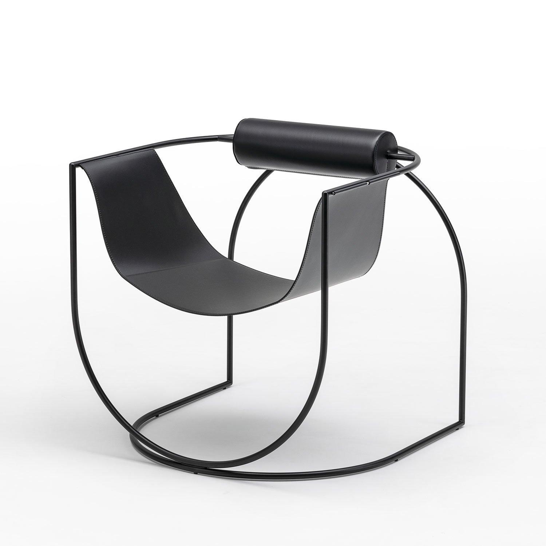 Filigrane Konstruktion: SesselLemnivon Marco Lavit für Living Divani. Foto: Living Divani