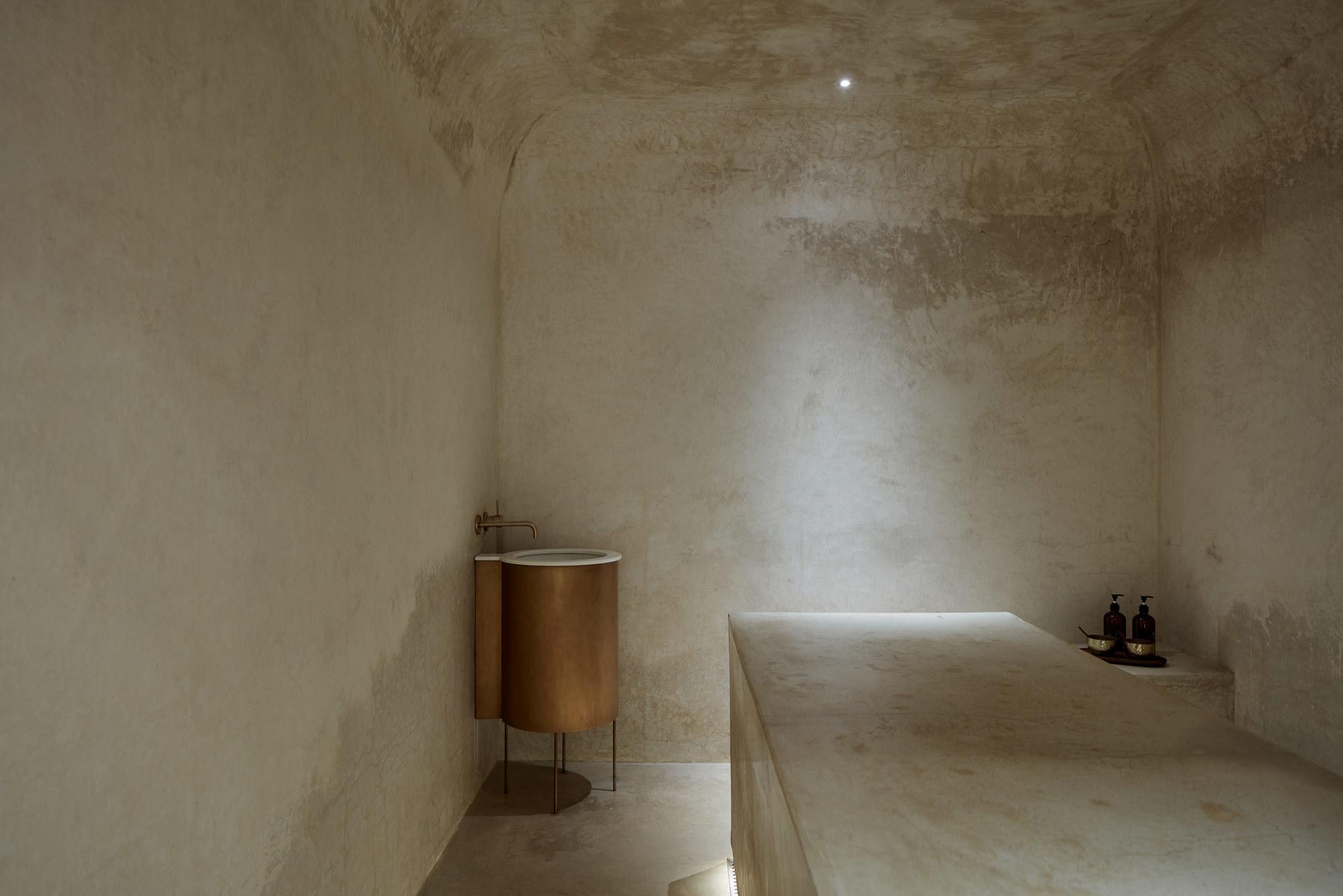 VSHD Design ließ in einem Spa in Dubai marokkanische Einflüsse auf minimalistische Einfachheit treffen, um für Entspannung und Ruhe bei den Gästen zu sorgen.
