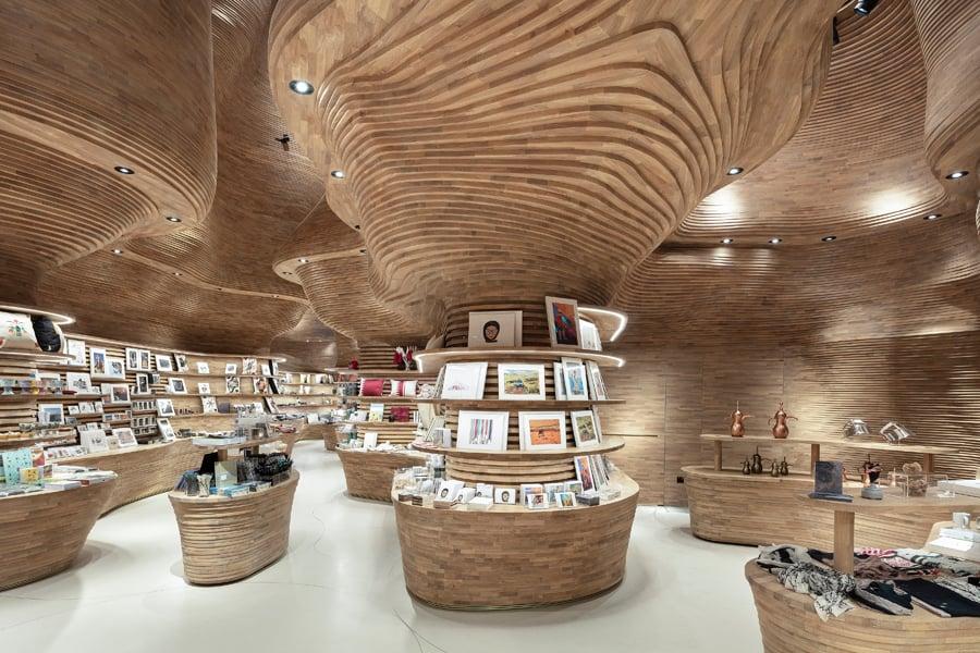Architektur, Interieur und Möbel bilden eine Einheit.
