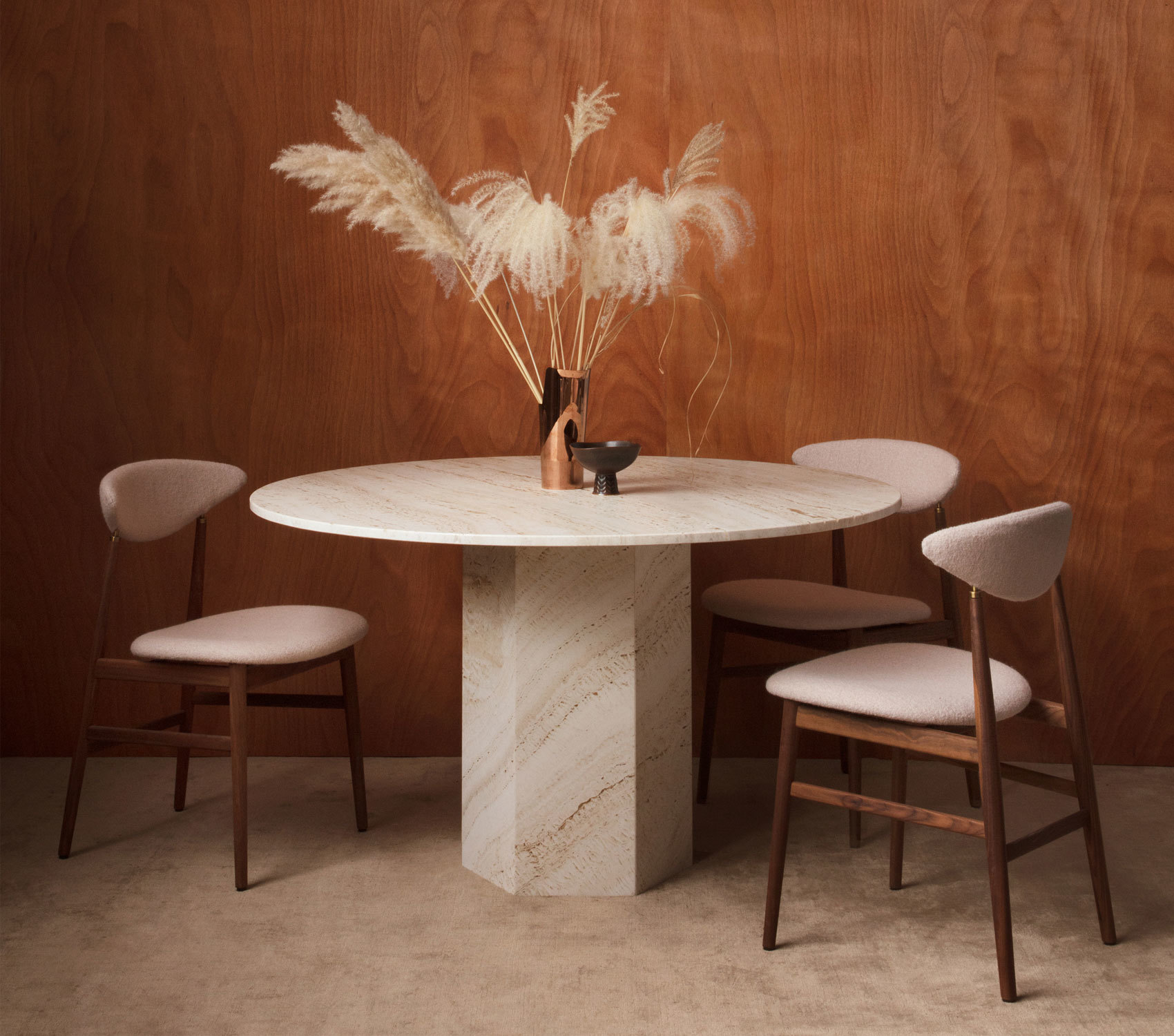 Gent Dining Chair (2018) undEpic Dining Table (2020) von GamFratesi für Gubi. Foto: Gubi