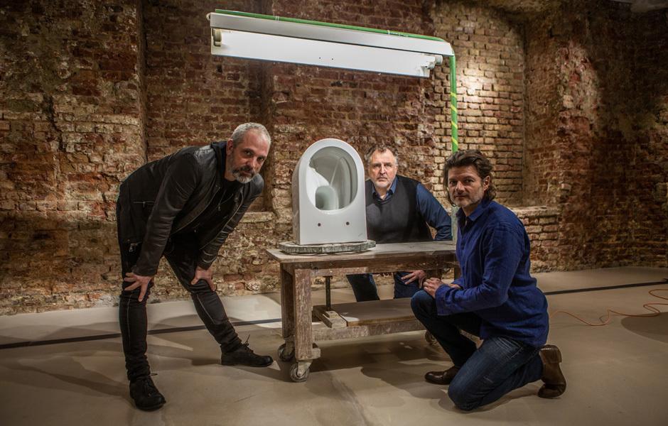 Harald Gründl, Gernot Bohmann und Martin Bergmann von EOOS mit Save! © Laufen, 2019