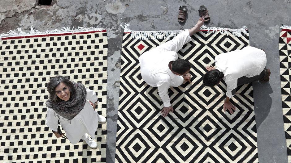 Firmengründerin und Namensgeberin: Nani Marquina. Hier steht sie auf einem Teppich aus ...