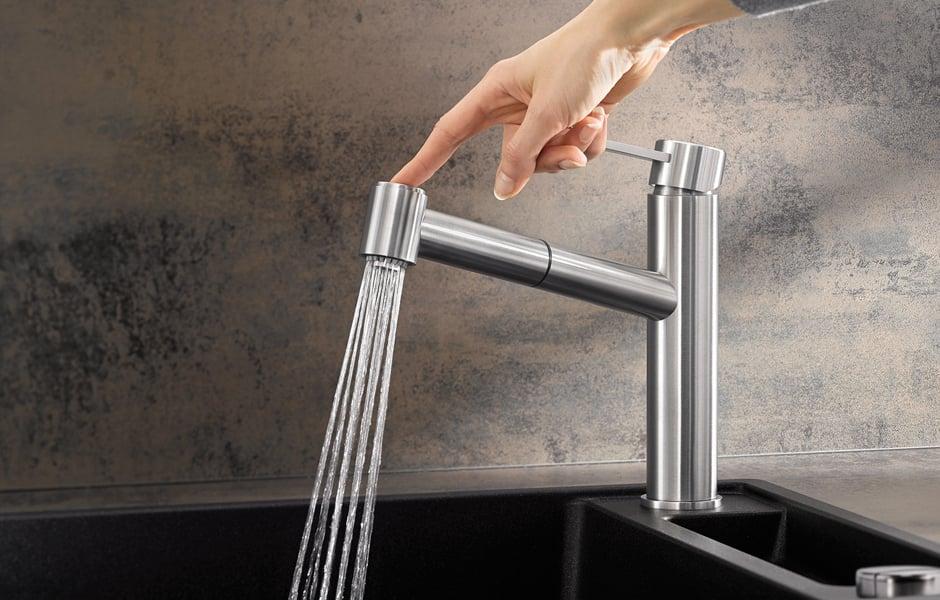Blanco hat seinem Premium-Segment drei neue Armaturen aus massivem Edelstahl zugefügt, hier Blanco Ambis-S. Foto: © Blanco