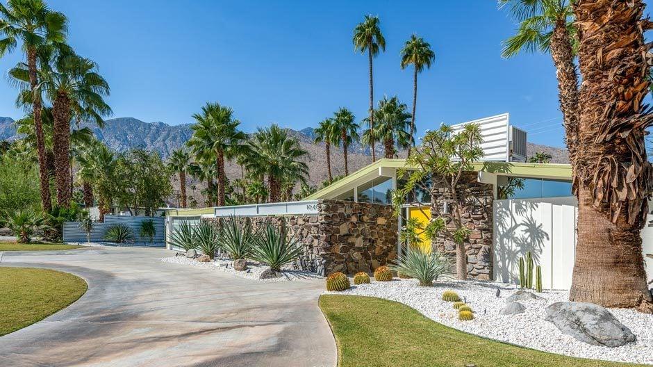 SIEDLUNGEN UND HÄUSERPalmer & Krisler, Green Gables, 1957, gebaut von Alexander Construction Company, Palm Springs. Restaurierung/ Umbau durch H3K Design, Palm Springs. Foto: Patrick Ketchum