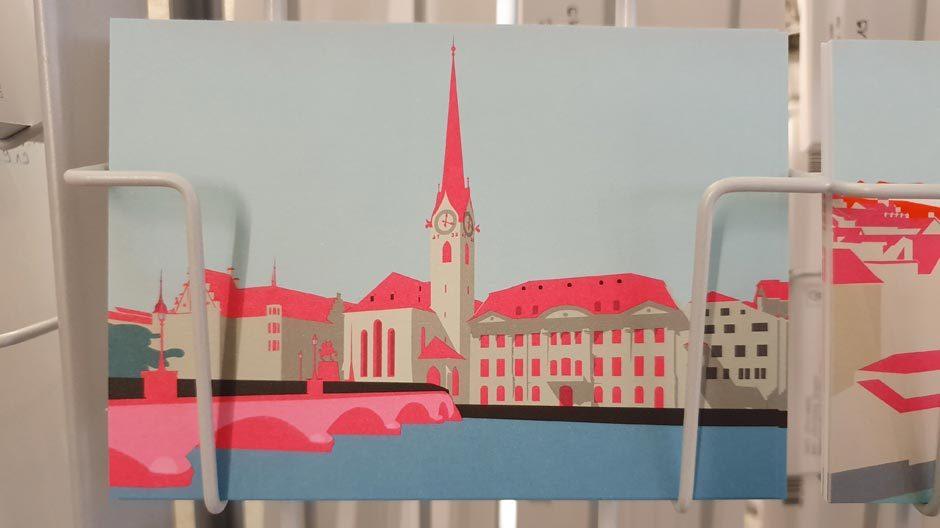 KEINE LANGEWEILE! IM MUSEUMPostkartenstand im neuen Shop des Landesmuseums mit einem Zürich-Motiv. Foto/ Copyright: Claudia Simone Hoff