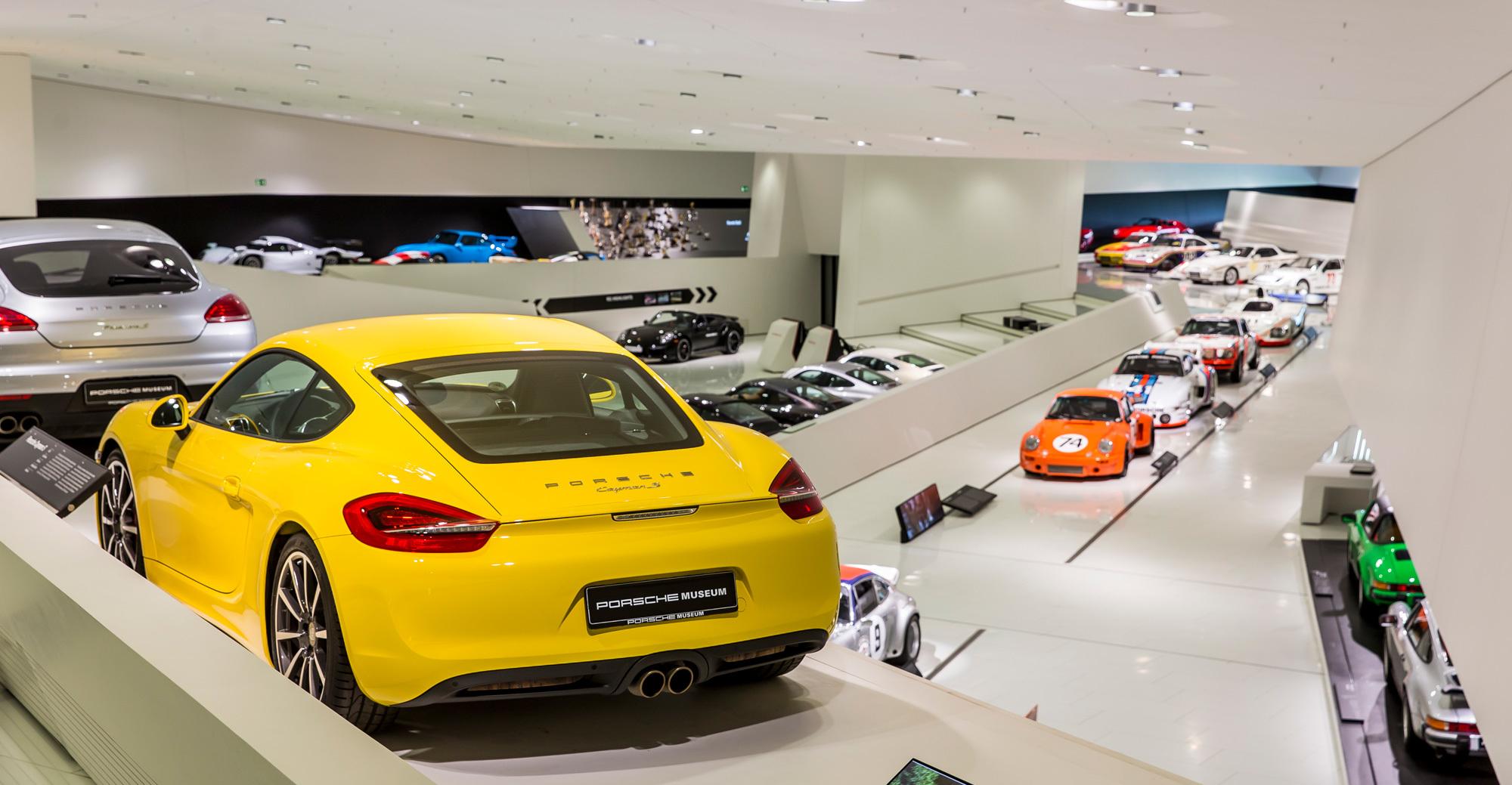 Das Porsche-Museum in Stuttgart-Zuffenhausen ist ein Entwurf des österreichischen Architekturbüros Delugan Meissl Associated Architects. Es wurde im Jahr 2009 eröffnet. Foto/ Copyright: Porsche