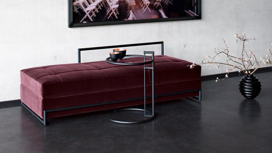 Day Bed von Eileen Gray mit schwarzem Rahmen. Foto: Classicon