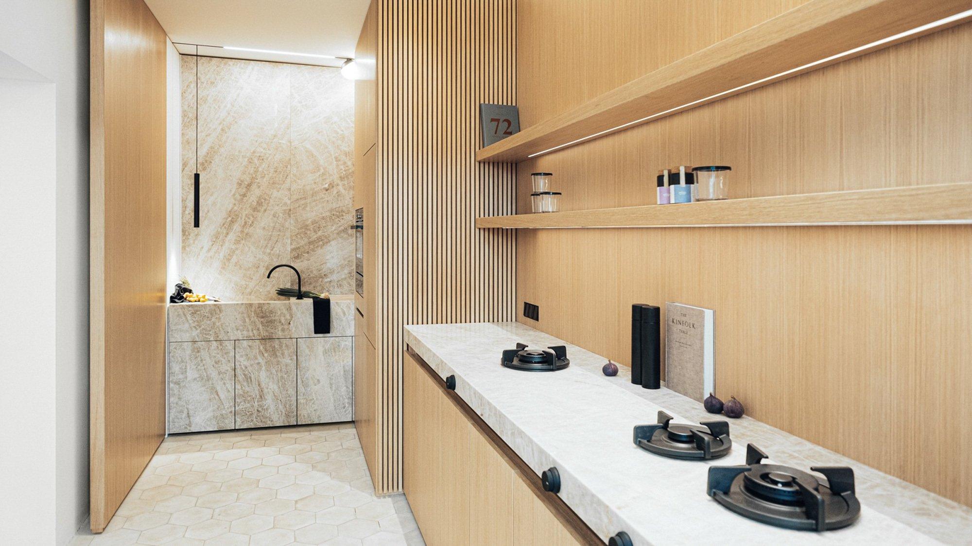 Ausgestellt im Planungsstudio in Prenzlauer Berg, zeigt Konvent Kitchen, was Der Raum gestalterisch und handwerklich alles kann. Foto/ Copyright: Maximilian Gödecke