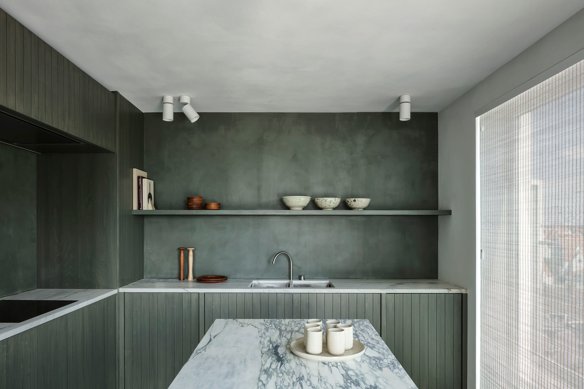 Küche des Apartments in Belgien von Carmine Van Der Linden und Thomas Geldof
