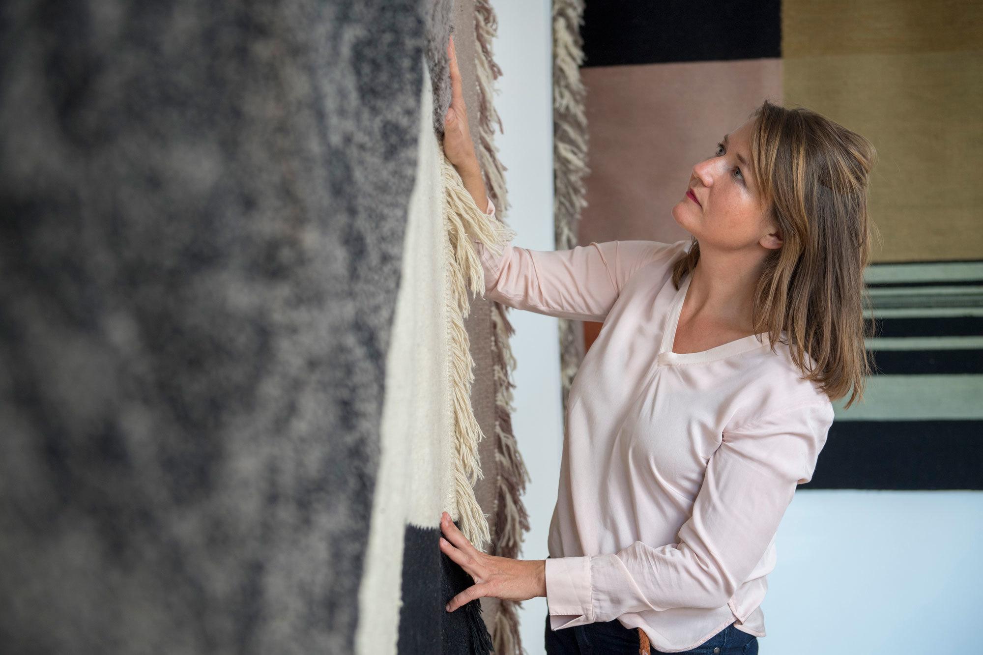 Mareike Lienau hat Lyk Carpet 2009 in Berlin gegründet. Die Teppiche werden von der Designerin entworfen und in einer Manufaktur in Nepal handgefertigt. Foto/ Copyright: Lyk Carpet