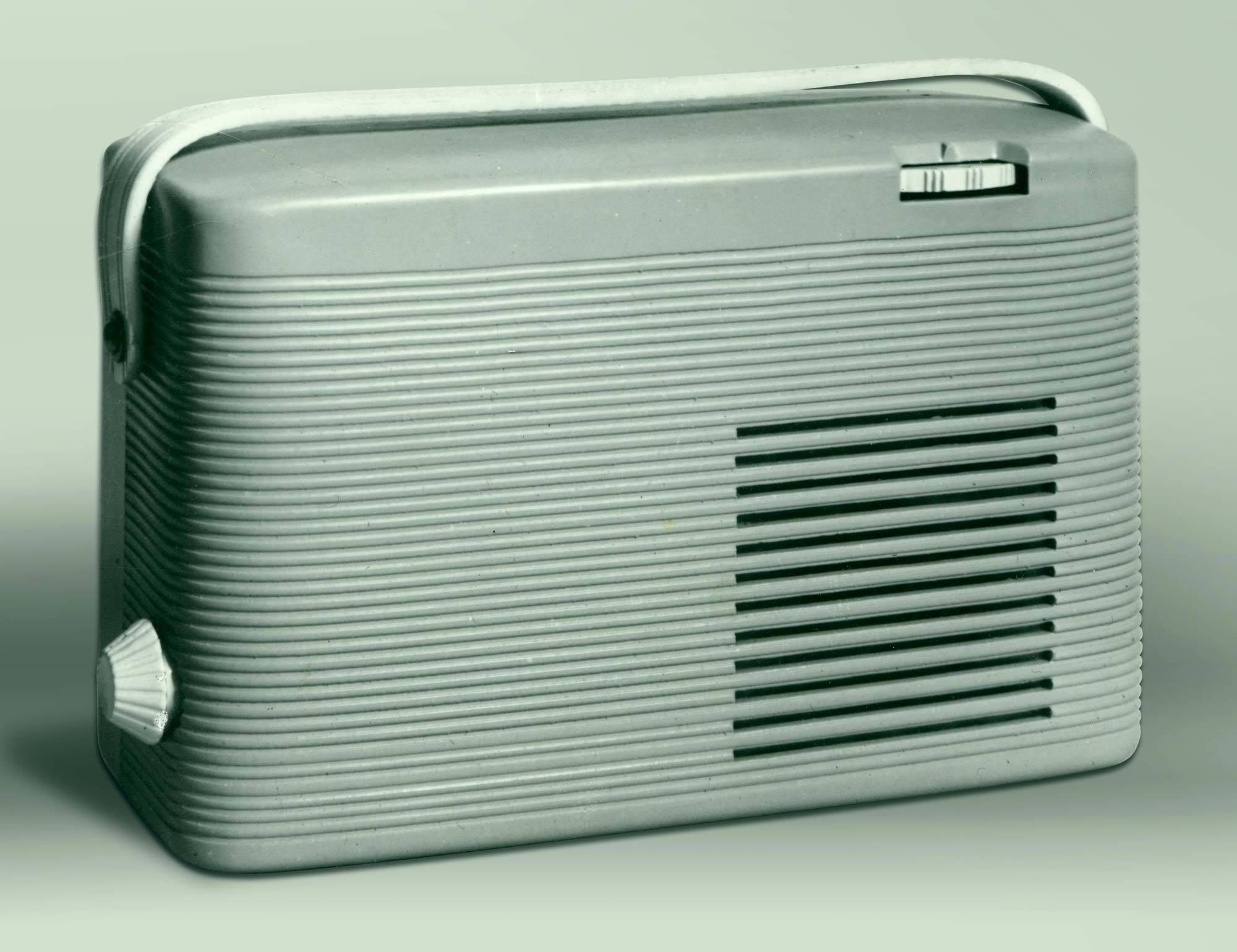 Kofferradio, Foto eines Modells für Kofferradio PUCK, Entwurf: Albert Krause, 1951, Institut für industrielle Gestaltung. Nachlass Albert Krause, Fam. Krause Halle (Saale), Foto: o.A.