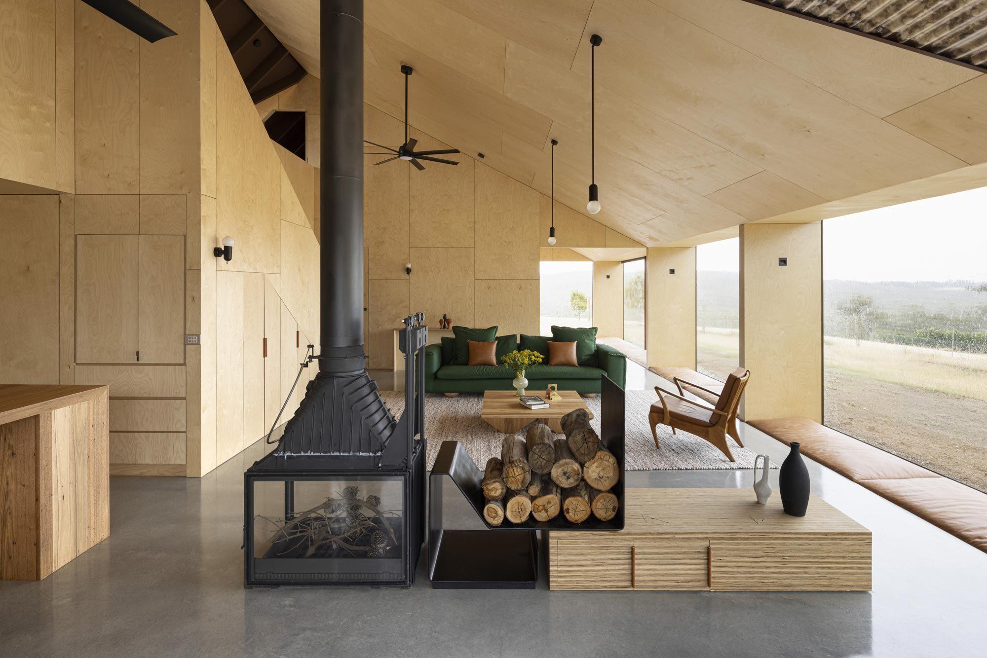 Auf Bruny Island in Australien gelang FMD Architects die moderne Interpretation eines Farmhauses. Benannt ist es nach der Schafrasse, die vor dem Fenster grast.