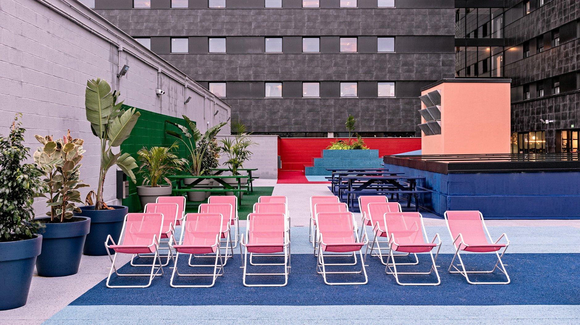 Bunt, bunter, Masquespacio: Die spanischen Spezialisten für Blockfarben haben eine Studentenresidenz in Bilbao einem konsequenten Color-Code unterworfen.