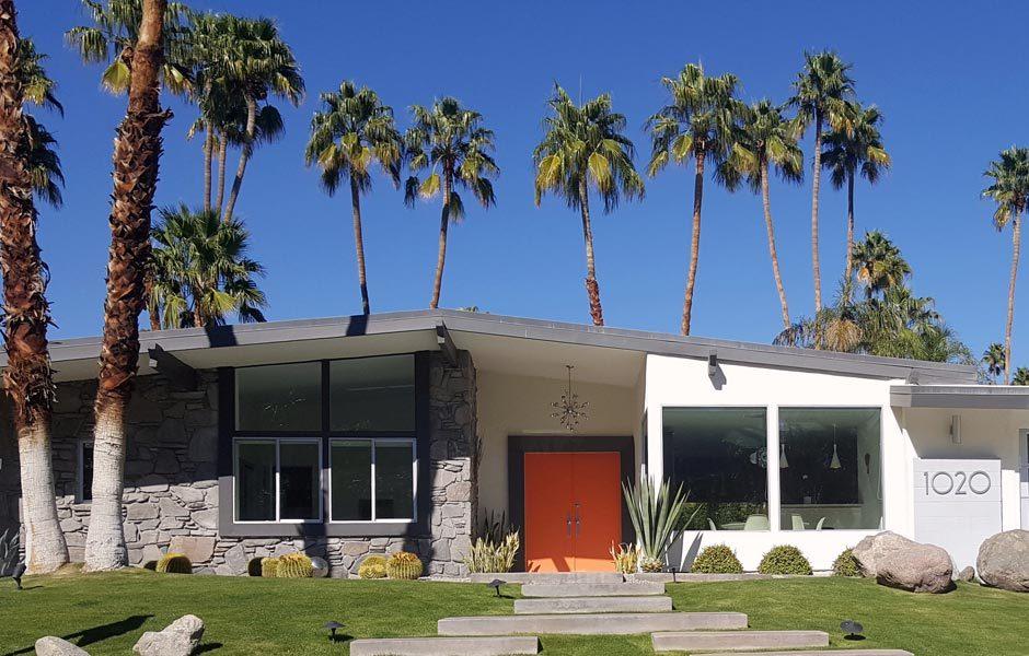 SIEDLUNGEN UND HÄUSERMid-Century-Haus, Palm Springs. Außenansicht. Foto/ Copyright: Mediabank Visit Palm Springs