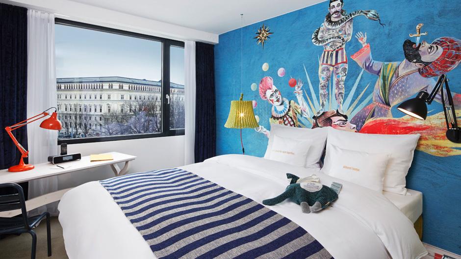 Sieben Hotels in den wichtigsten deutschsprachigen Metropolen: Die Hotelkette 25hours steht für individuelle Gestaltungskonzepte.