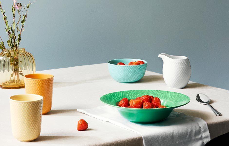 PORZELLAN: FORMEN, FARBEN & DEKOREDie Form Rhombe vom dänischen Label Lyngby Porcelain gibt es nun auch in Knallfarben. Gewagt! Foto: Lyngby Porcelaen