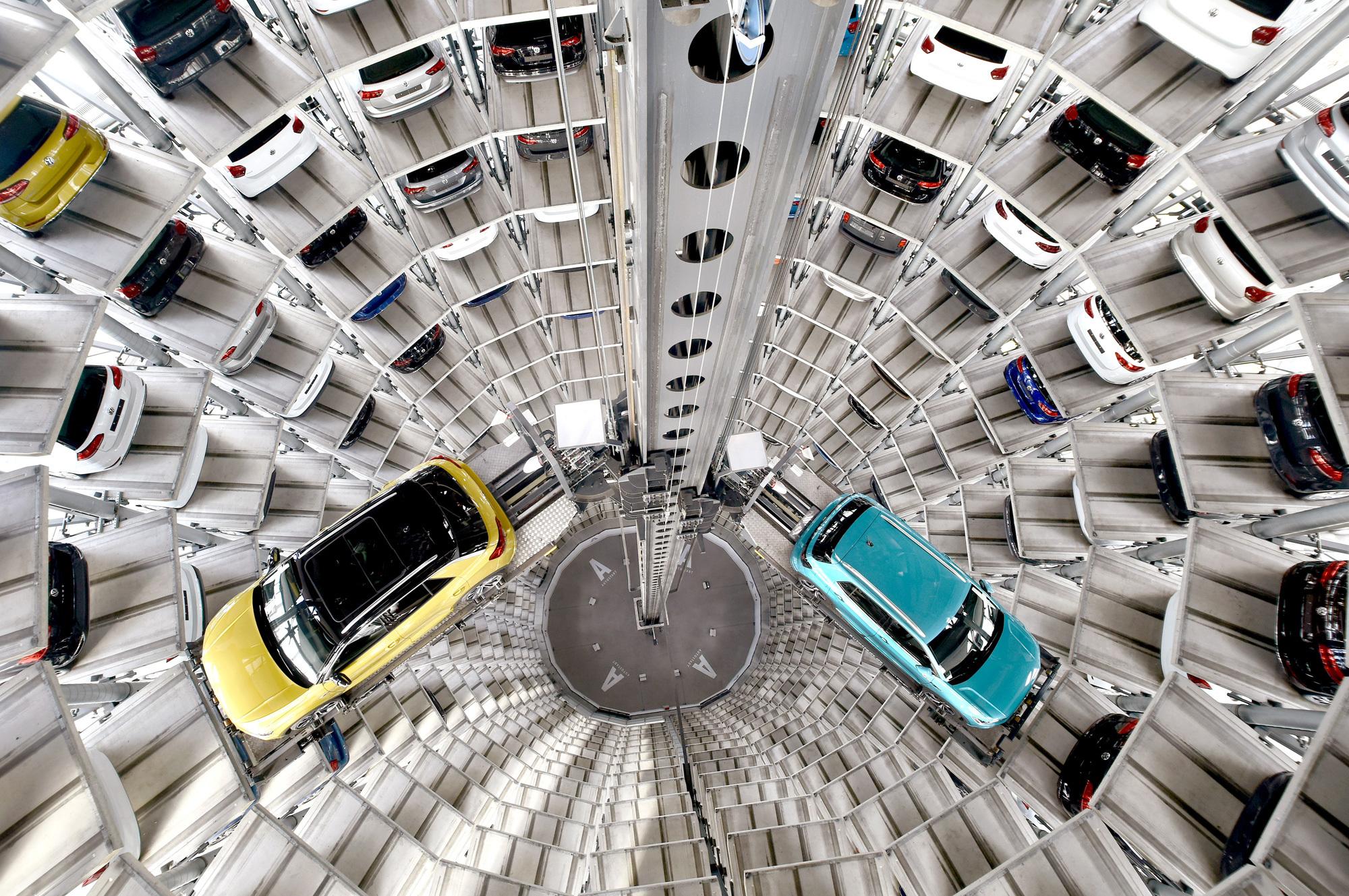 Innenansicht der Autotürme in der Autostadt von Volkswagen in Wolfsburg. Foto/ Copyright: Lars Landmann