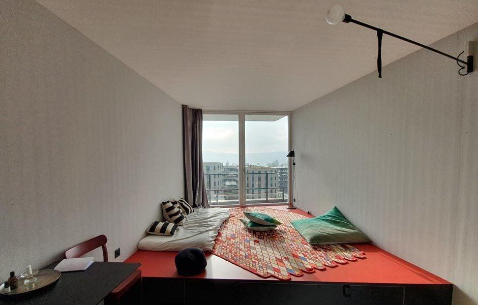 Während der eine Podest als Lounge- und Stauraummöbel dient, wird ... Foto/ Copyright: Claudia Simone Hoff