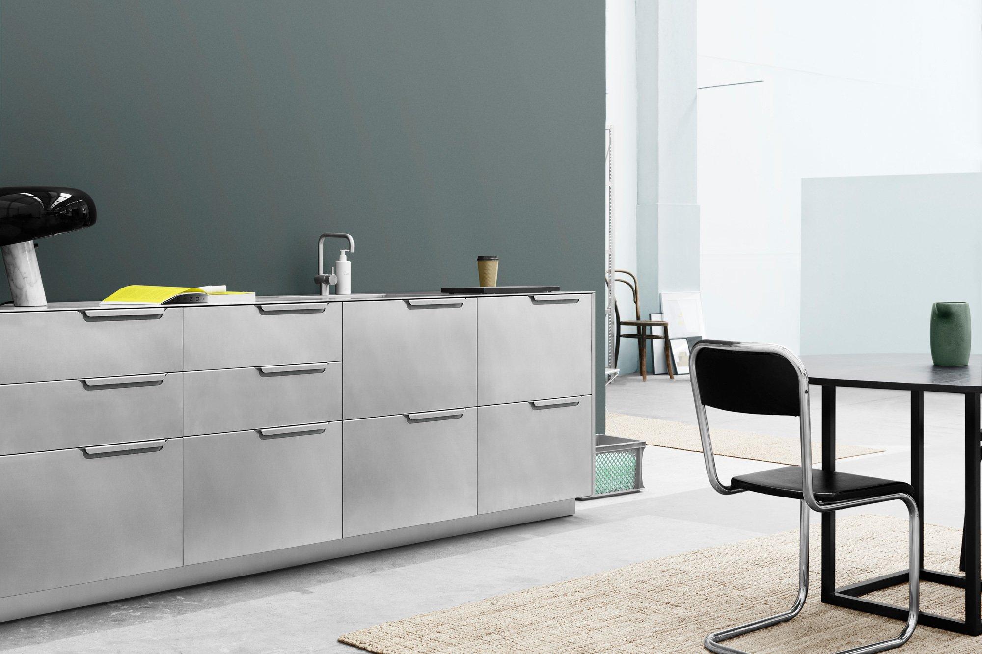 Aus Aluminium gefaltet: Küche Fold für das dänische (Küchen-)Möbellabel Reform. Foto/ Copyright: Sigurd Larsen Design & Architecture