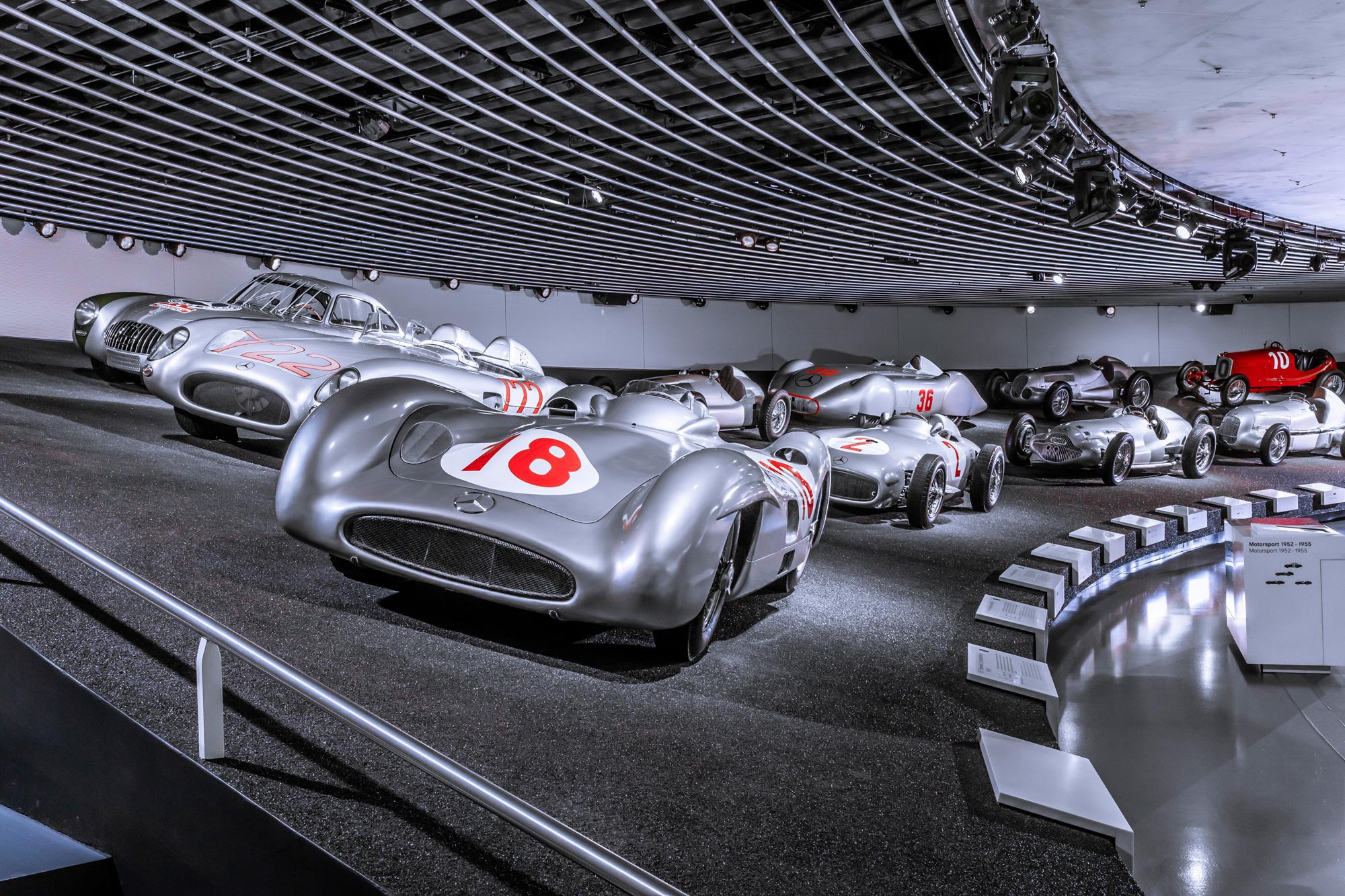 Mercedes-Benz Museum in Stuttgart: Ausstellungsansicht. Foto/ Copyright: Daimler AG