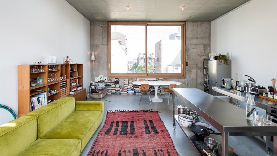Neubau von innen heraus: In Berlin-Mitte entstand in einer Baugruppe das erste Wohnhaus von Pierre Jorge Gonzalez und Judith Haase.