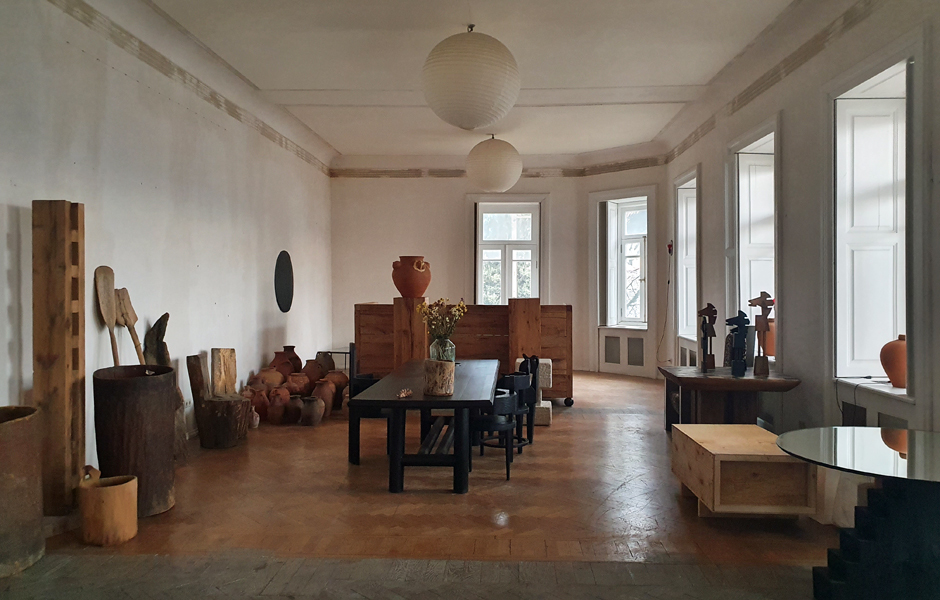 Das Designstudio ist in einer großen Altbauwohnung in der Beletage eines Hauses aus der Jahrhundertwende untergebracht. Von dort hat man einen schönen Blick auf die Stadt. Foto: Claudia Simone Hoff