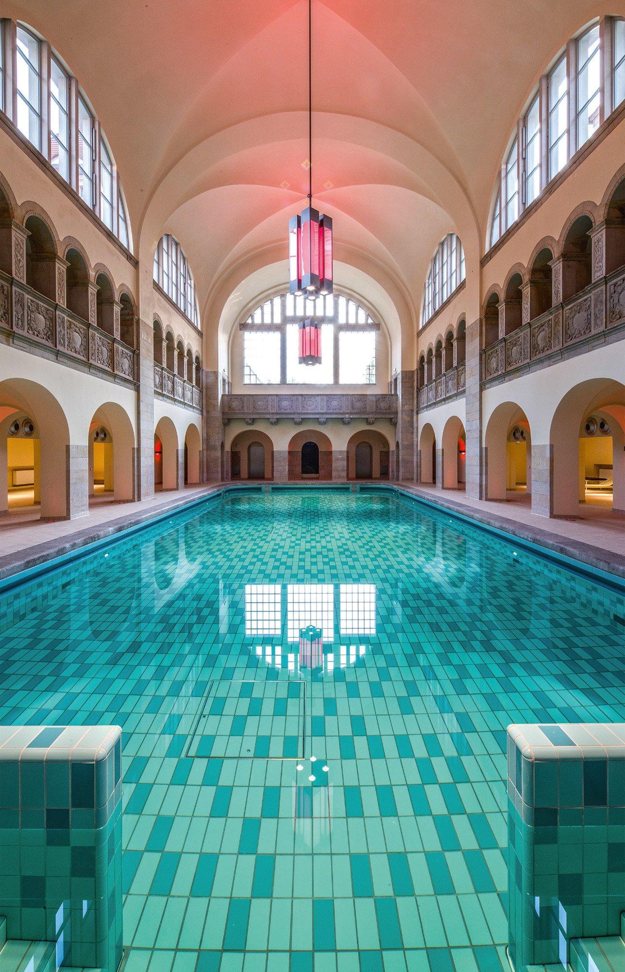 Ich war einmal ein Stadtbad: 1898 bis 1902 nach Plänen des Architekten Ludwig Hoffmann erbaut, ist das ehemalige Volksbad in der Oderberger Straße nun der private Pool eines Boutiquehotels. Foto/ Copyright: Bruckmann