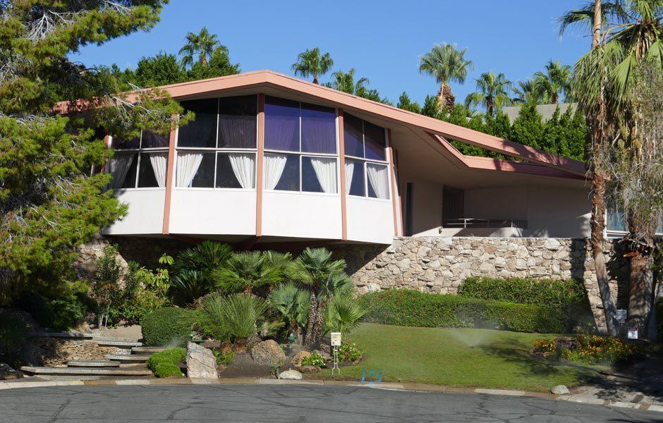 SIEDLUNGEN UND HÄUSERRobert & Helene Alexander Residence von Palmer & Krisel am 1350 Ladera Circle, 1960 (auch House of Tomorrow und Elvis Honeymoon House), Palm Springs. Außenansicht. Foto: Claudia Simone Hoff