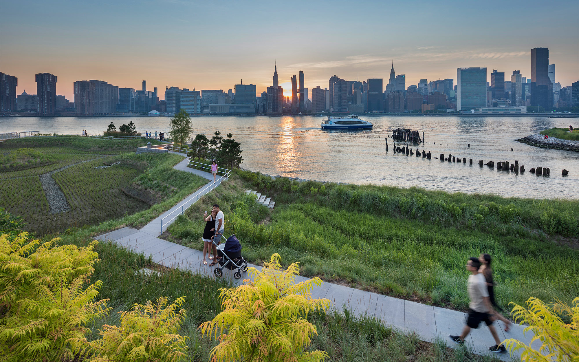 Der Hunter's Point South Waterfront Park soll ein internationales Modell der Stadtökologie und ein Labor für innovatives und nachhaltiges Denken werden. Architekten: SWA/Balsley and Weiss/Manfredi