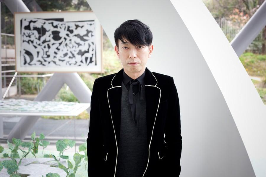 Junya Ishigami in seiner Ausstellung, Foto: Renaud Monfourny