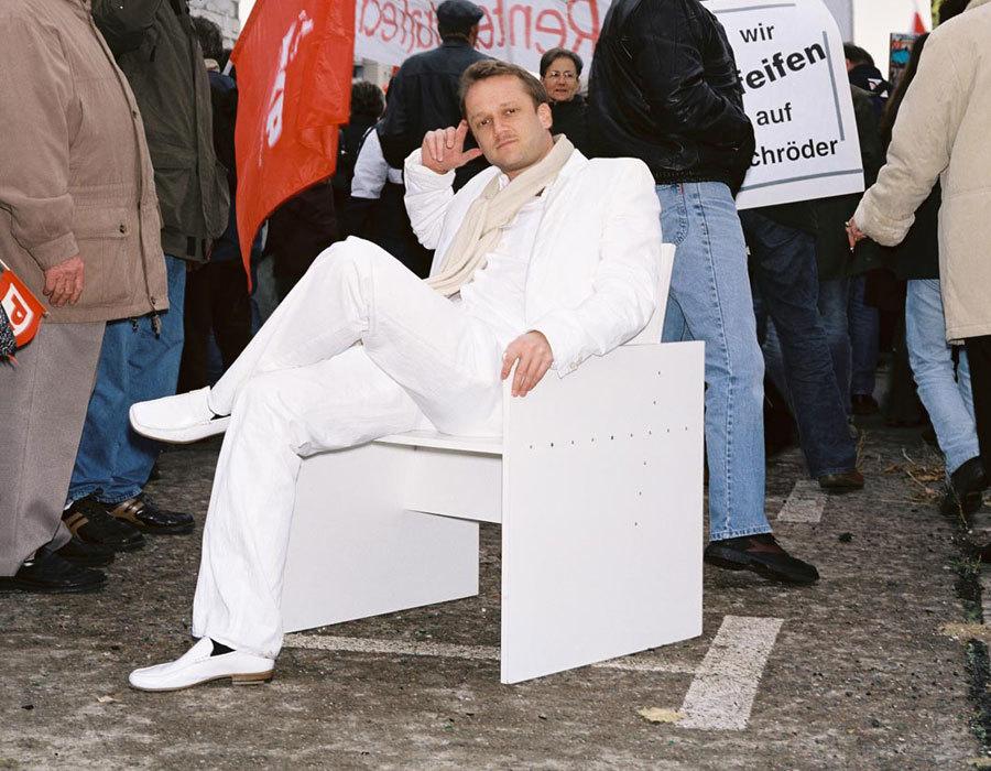 Horzon auf seinem Redesigndeutschland Stuhl 01 (auf dem Alexanderplatz)