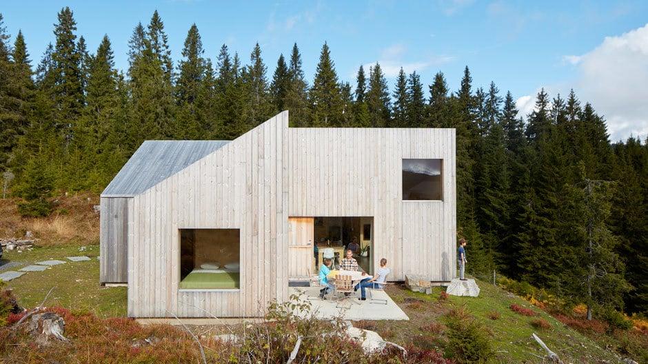 Während sich klassische norwegische Hütten mehr um die Natur als um sich selbst drehen, gelingt es der Mylla Hytta, beide Aspekte zu vereinen.