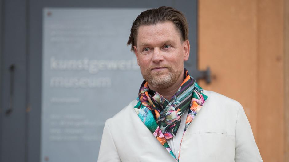 Hermann August Weizenegger während der Eröffnung. Foto: Ronald Bonss