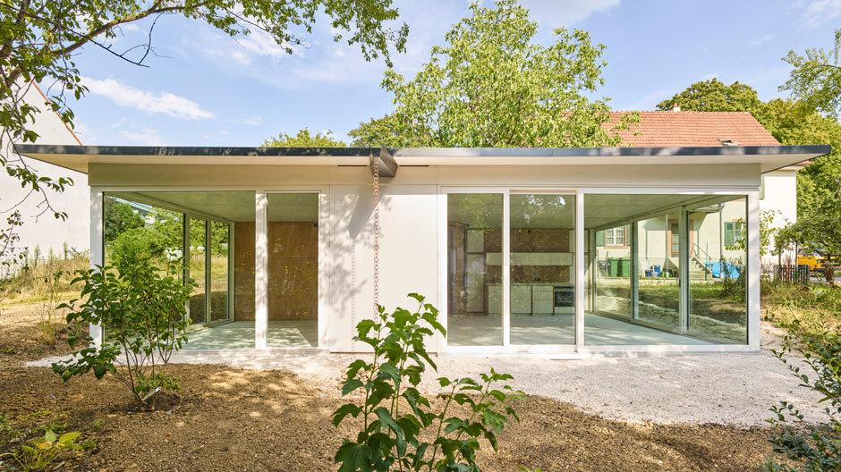 Das Wohnhaus vonRahbaran Hürzeler Architekten ist ein Prototyp, der für keinen bestimmten Ort entwickelt ist. Foto: Weisswert, Basel