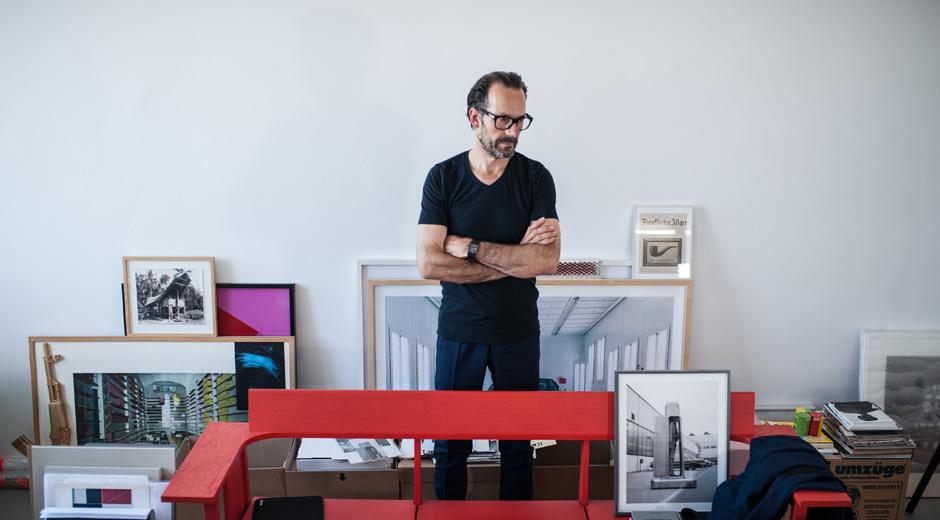Der neue Stuhl Rookie von Konstantin Grcic für Vitra ist kein Checklistenstuhl und soll auch kein Statussymbol sein. Foto: © Anna Schmidhauser, Vitra