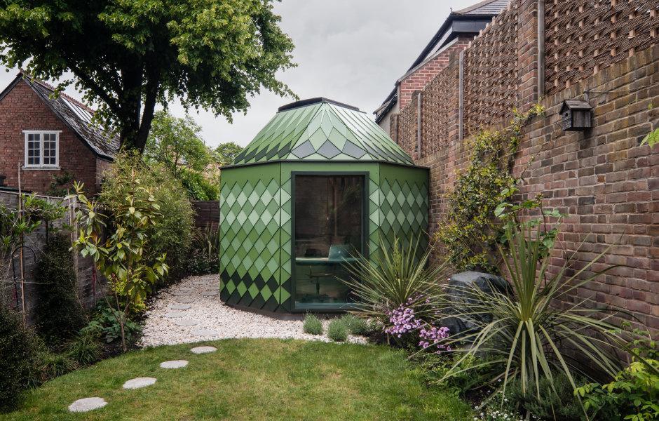 Ebenfalls von Ben Allen stammt ein achteckiges Gartenhaus im Süden Londons. Es dient einer Familie als zusätzliches Ort zum Spielen, Lesen oder Arbeiten. Foto: Ben Tynegate