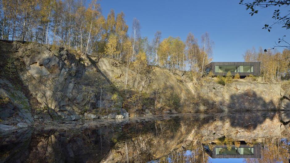 Der ehemalige Granit-Steinbruch liegt verwunschen in der beliebten Reiseregion Böhmen und könnte als Kulisse eines der berühmten tschechischen Märchenfilme herhalten.