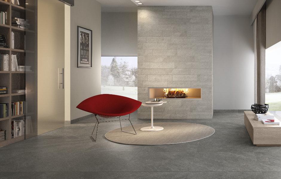 Im Wohnraum kann die zarte Beton-Optik von Alta ein gelungener Gegensatz zu starken Farben sein.