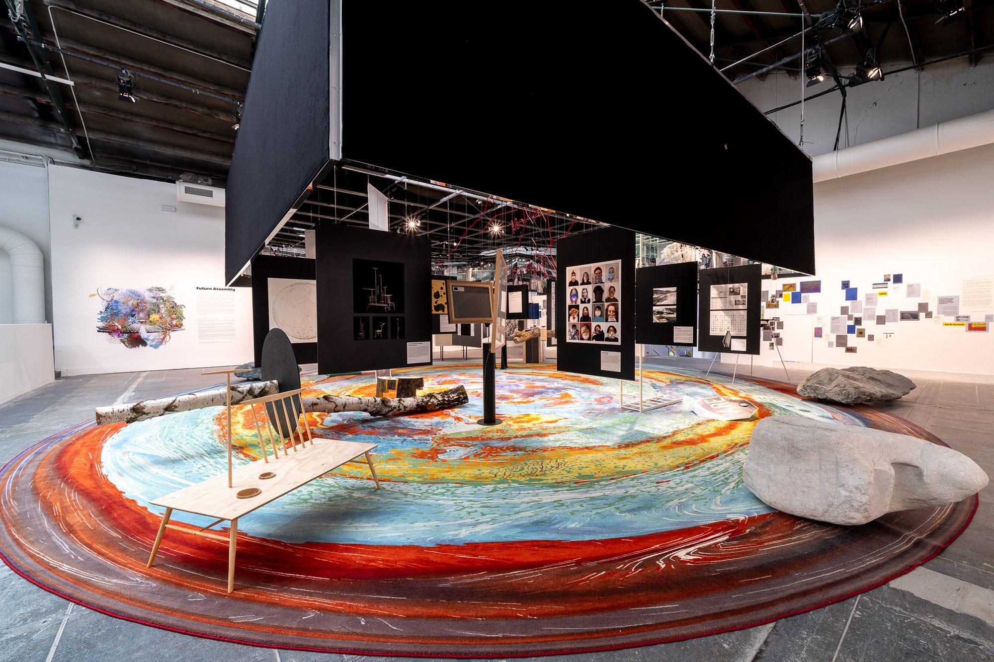 Olafur Eliasson, Sebastian Behmann (Studio Other Spaces), Paola Antonelli und andere / The Future Assembly, 2021 / Foto:Andrea Avezzù/Courtesy: La Biennale di Venezia
