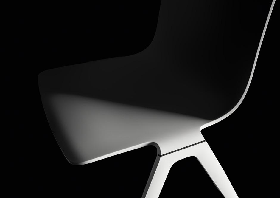 A-Chair: Nahtloser Übergang zwischen Gestell und Schale.