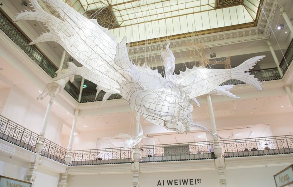 """Mit der Ausstellung Er Xi, Air de jeux von Ai Weiwei wurde die Kunst-Initiative """"Carte Blanche"""" vom Bon Marché im Jahre 2016 eröffnet. Foto: Gabriel de la Chapelle"""