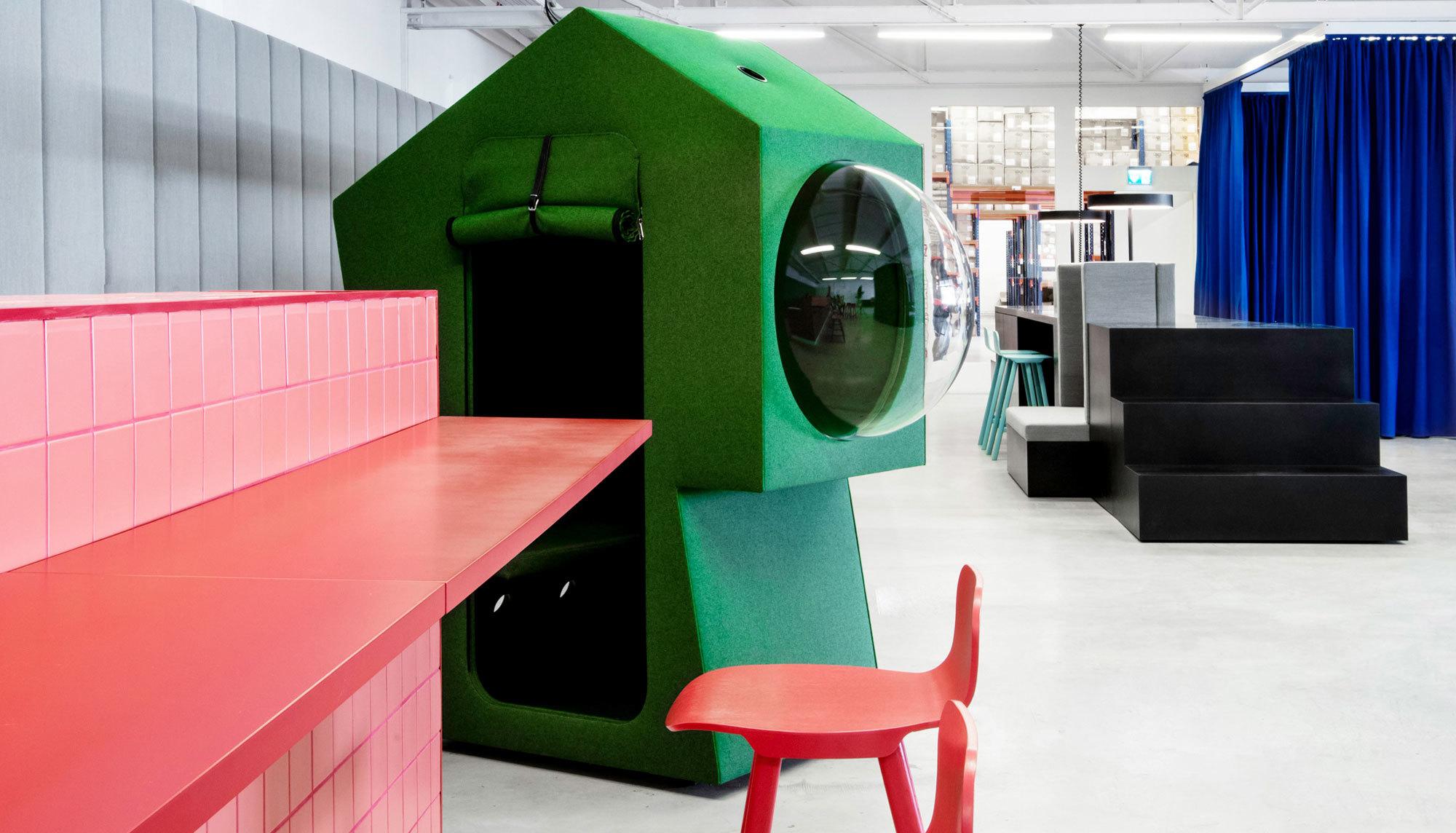 """""""Neue Büros, die in der nahen Zukunft geplant werden, legen weniger Wert auf Gemeinschaftsarbeitsplätze. Dennoch brauchen wir neue Räume für Interaktion, Ideenfindung und Zusammenarbeit"""", erklären Werner Aisslinger und Tina Bunyaprasit von Studio Aisslinger."""