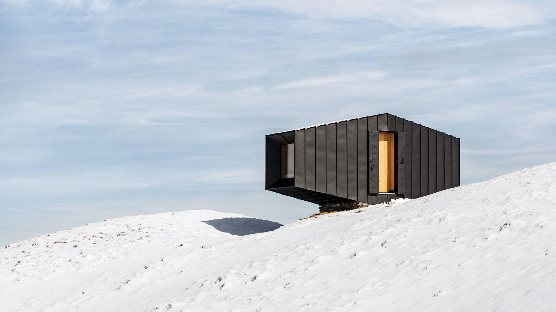 Black Body Mountain Shelter: Rifugio Matteo Corradini, Cesana Torinese, Italien, 2019. Entwurf: Andrea Cassi und Michele Versaci, Fotograf: © Delfino Sisto Legnani