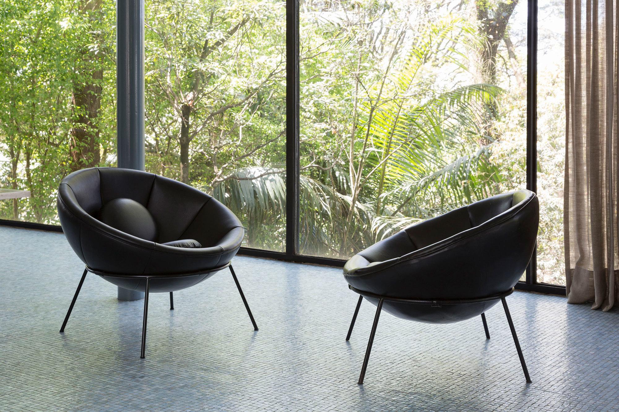 Lina Bo Bardi entwarf den Bowl Chair für ihr 1951 fertiggestelltes Wohnhaus Casa de Vidro. Foto: Ruy Teixeira